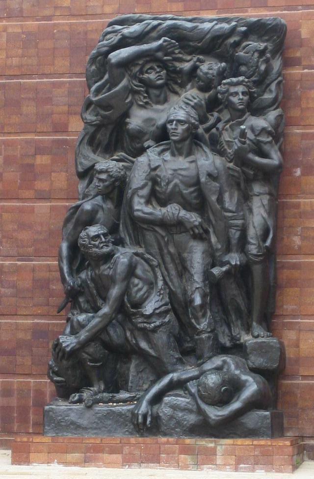 Photograph of sculputure of Mordechai Anielewicz and other Warsaw Ghetto fighters